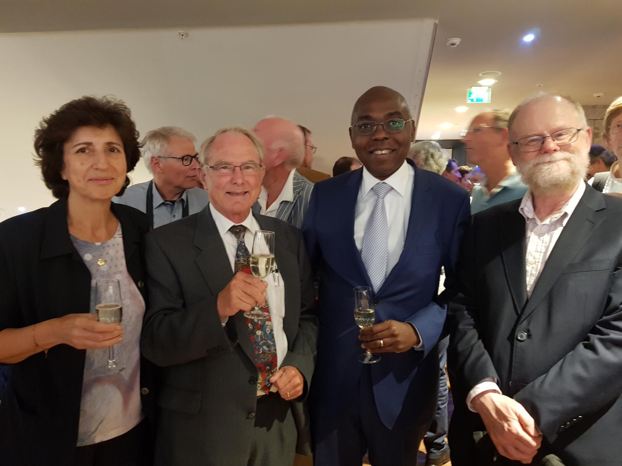 be8f4dfc1ee On 17 September 2018 Prof. Kofi Makinwa was inaugurated as KNAW (The Royal  Netherlands Academy of Arts and Sciences) Member. KNAW Members are selected  for ...
